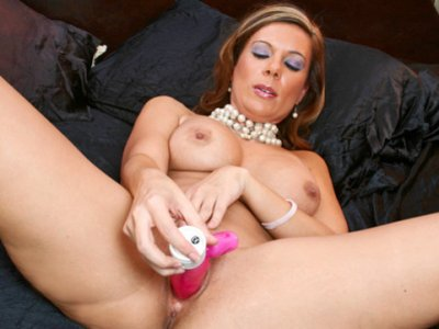 Cougar Victoria defines real milf fantasy