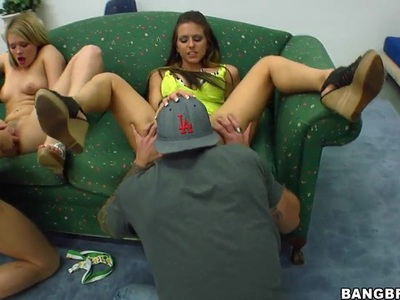Three hot babes are pleasing two guys feat. Rachel Roxxx