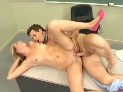 Blonde whore Amy Moore is poked in classroom