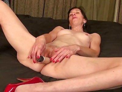 USAwives Solo Mature Penny Jones Toy Masturbation