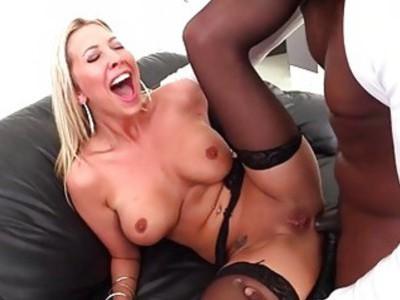Sexy Lexi Lowe flaunts her luscious body