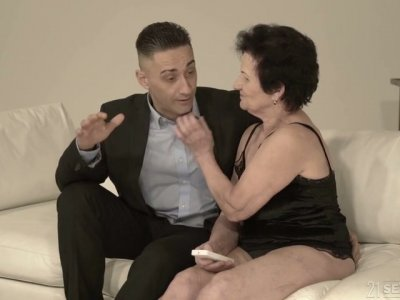Old nextdoor woman Lisbeth gives her head and takes dick in old snatch