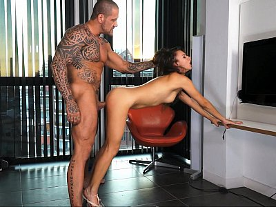 Petite chick fucked by a muscled hung